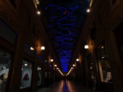 """L'energia che unisce si espande nel blu"" - Marco Gastini - Luce d'artista"